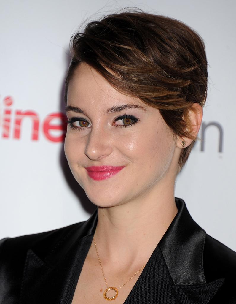 Un brushing a rien cheveux courts sur tapis rouge for Shailene woodley coupe de cheveux