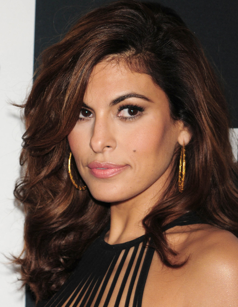 eva mendes apr s son relooking extr me en 2015 relooking beaut ces stars devenues sublimes. Black Bedroom Furniture Sets. Home Design Ideas