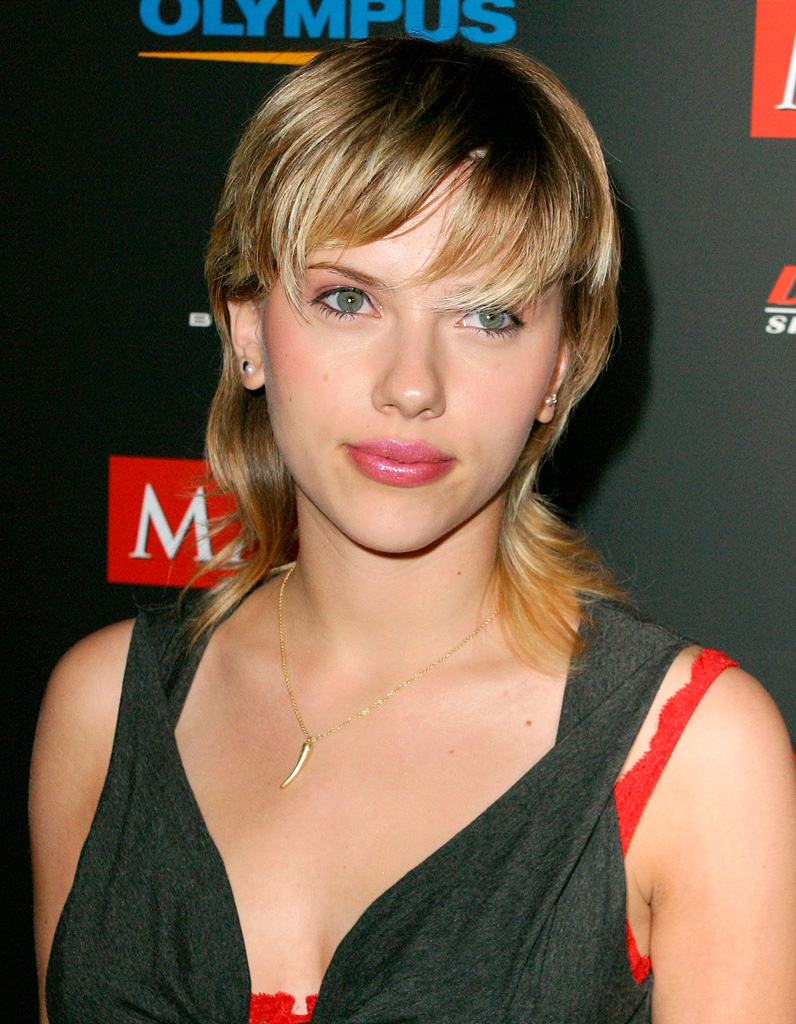 scarlett johansson avant son relooking extr me en 2003 relooking beaut ces stars devenues. Black Bedroom Furniture Sets. Home Design Ideas
