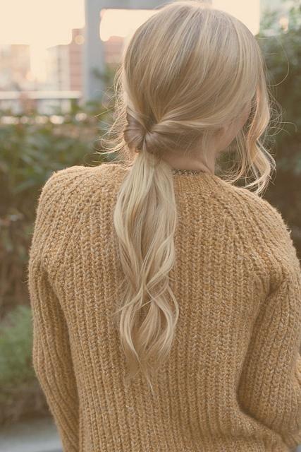 cheveux attach s facile cheveux attach s 50 id es de coiffures chics ou d contract es elle. Black Bedroom Furniture Sets. Home Design Ideas