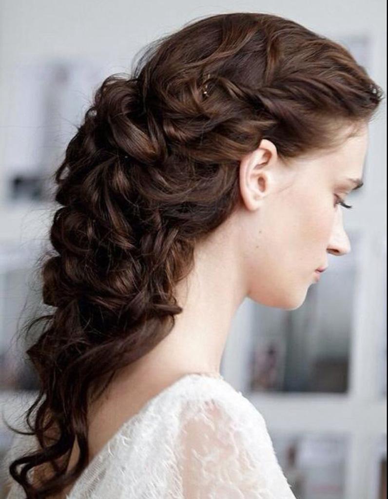 coiffure naturelle cheveux boucl s 25 id es de coiffures naturelles pour se sentir belle elle. Black Bedroom Furniture Sets. Home Design Ideas