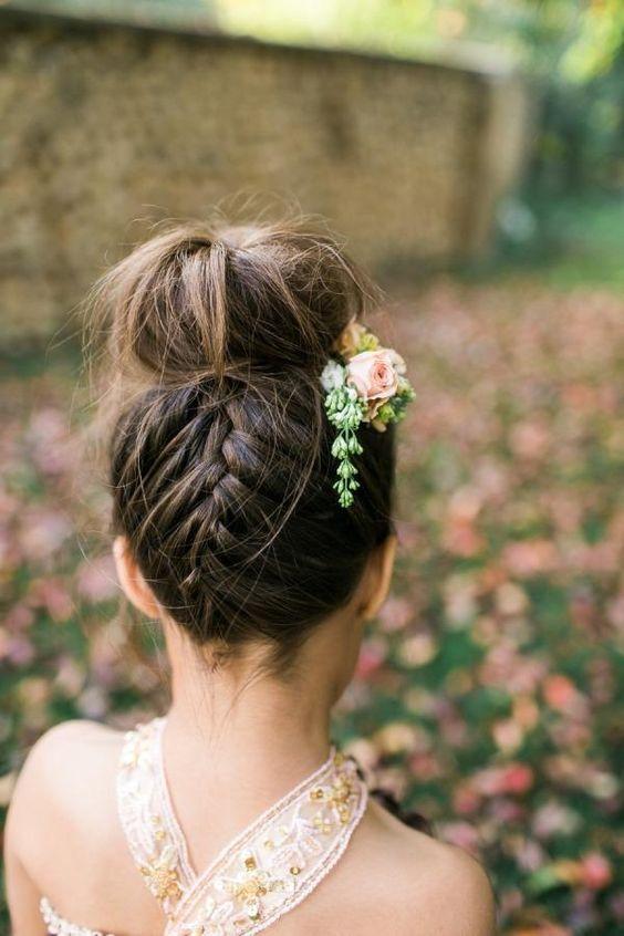Coiffure petite fille cérémonie , 40 coiffures de petite fille qui changent  des couettes , Elle