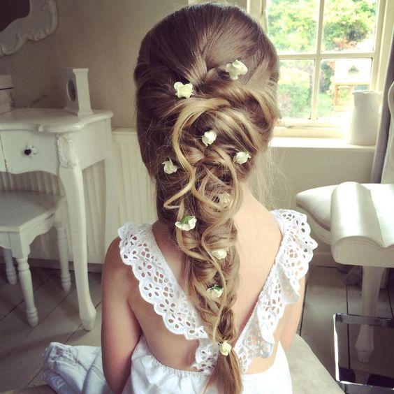 Coiffure petite fille communion , 40 coiffures de petite fille qui changent  des couettes , Elle