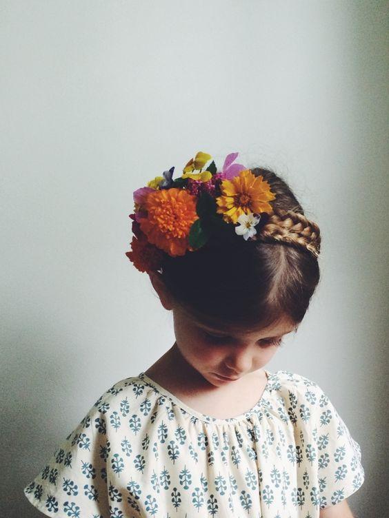 Coiffure petite fille mariage 40 coiffures de petite fille qui changent des couettes elle for Comidee coiffure petite fille