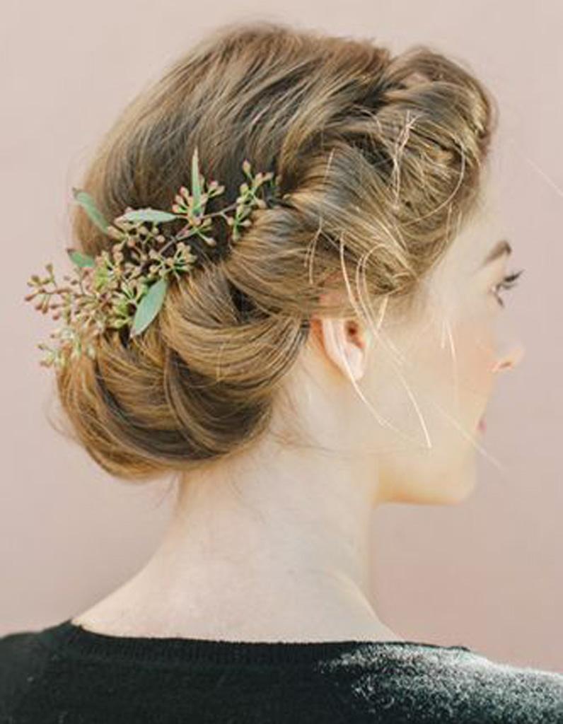 coiffure d ner romantique 20 coiffures romantiques pas si cucul elle. Black Bedroom Furniture Sets. Home Design Ideas