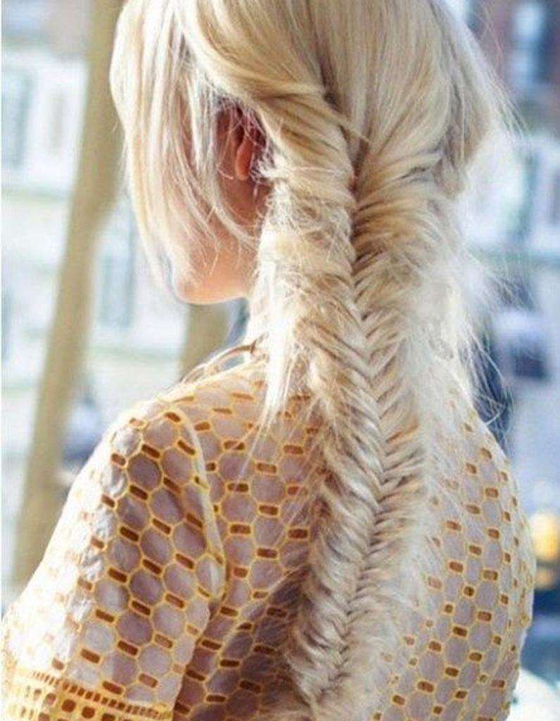 coiffure romantique cheveux fins 27 coiffures romantiques pas si cucul elle. Black Bedroom Furniture Sets. Home Design Ideas