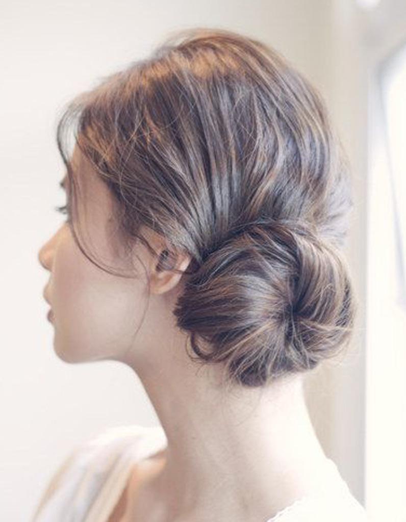 coiffure romantique chic 27 coiffures romantiques pas si cucul elle. Black Bedroom Furniture Sets. Home Design Ideas