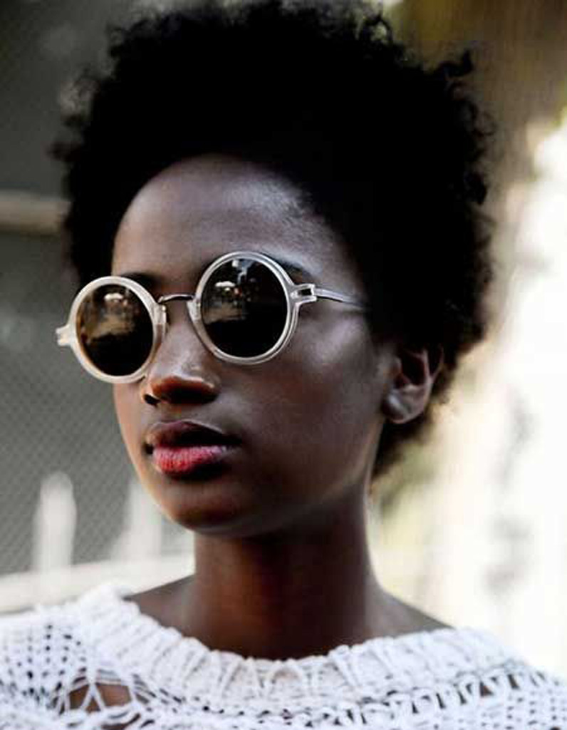 cheveux afro naturel hiver 2015 coiffures afro les filles styl es donnent le ton elle. Black Bedroom Furniture Sets. Home Design Ideas