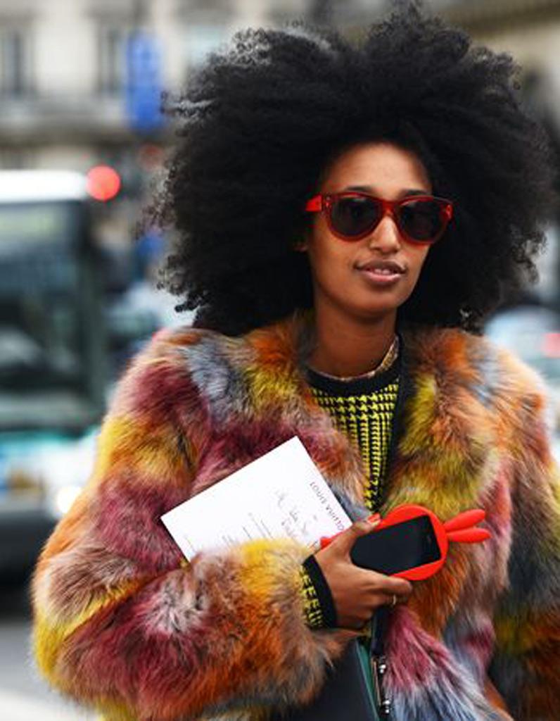 coupe afro cheveux naturels hiver 2015 coiffures afro les filles styl es donnent le ton elle. Black Bedroom Furniture Sets. Home Design Ideas