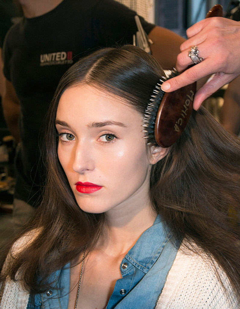 comment bien se brosser les cheveux comment bien se brosser les cheveux elle. Black Bedroom Furniture Sets. Home Design Ideas