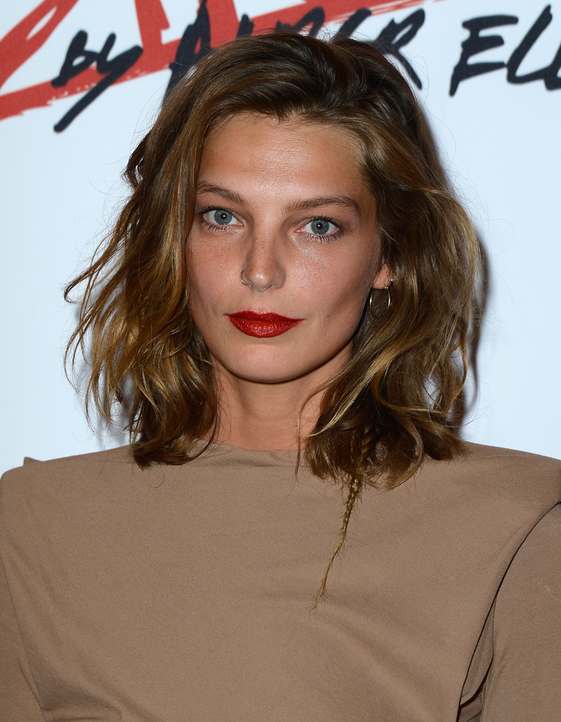 le carr paule de daria werbowy une coupe a change tout elle. Black Bedroom Furniture Sets. Home Design Ideas