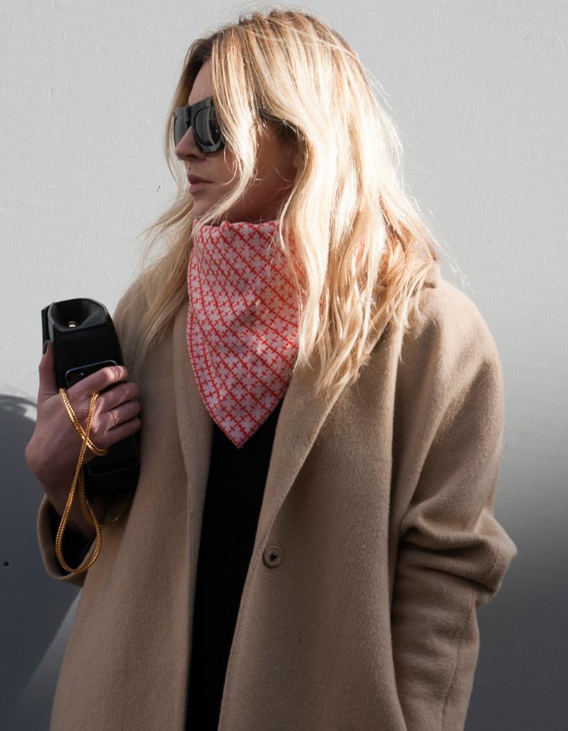 Coloration hiver un blond coup de soleil sur un long d grad street style cheveux les - Coup de soleil dans les yeux ...