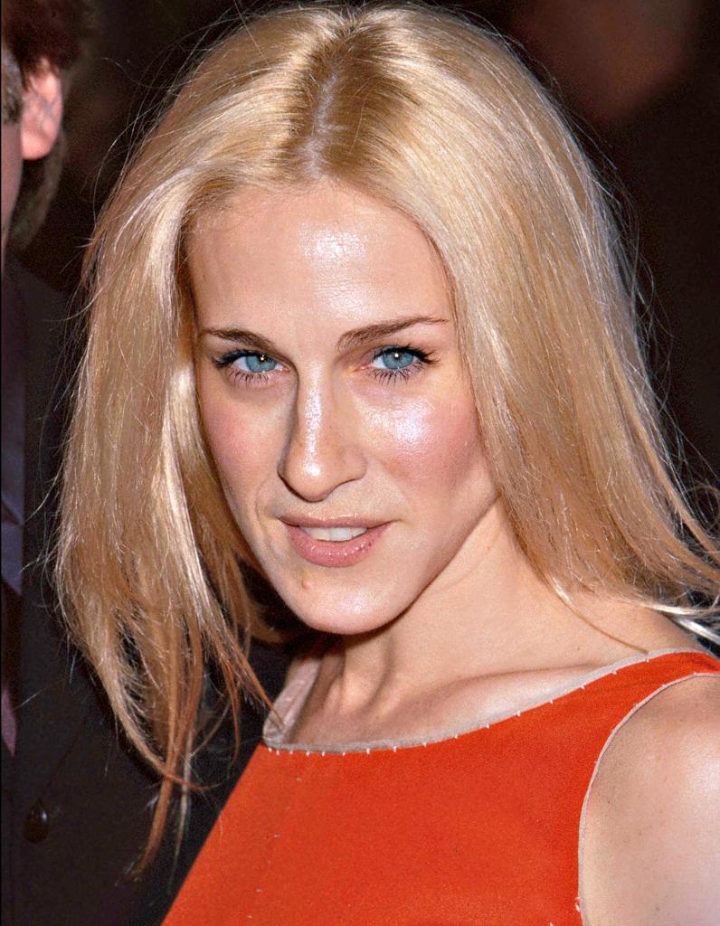 sarah jessica parker blonde platine cheveux liss s en