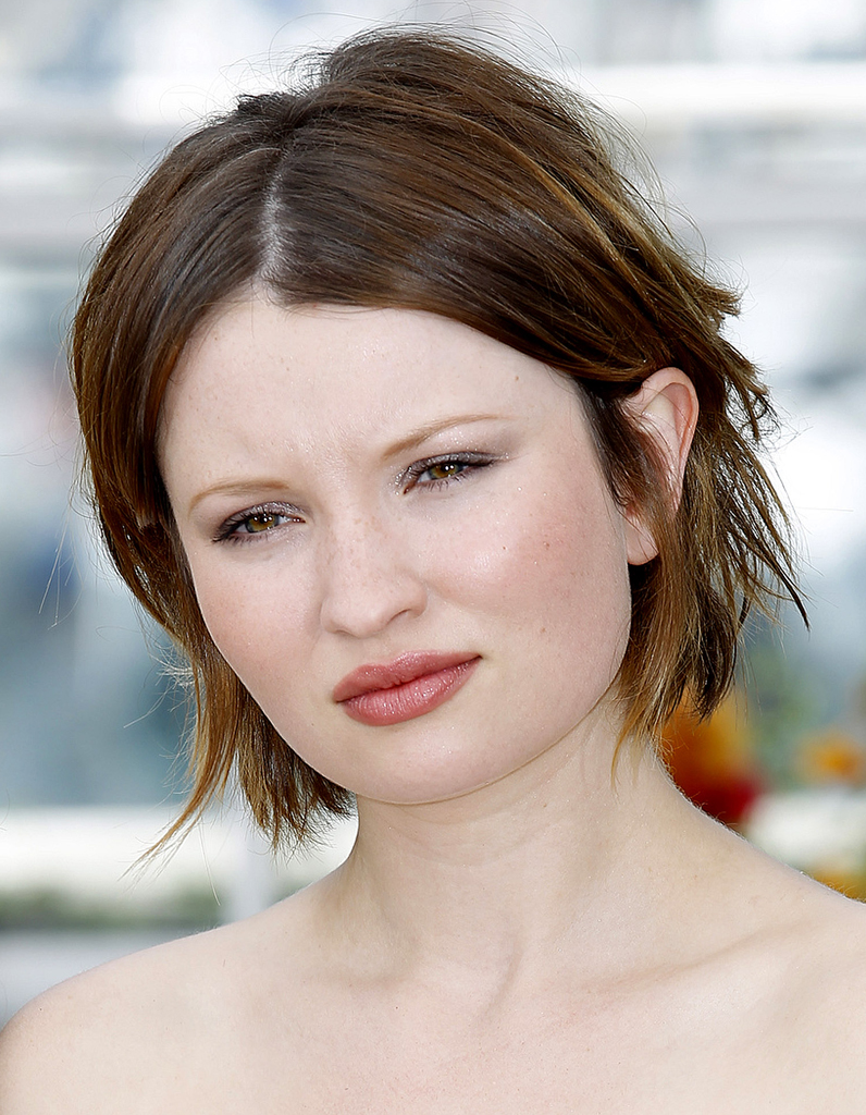 le carr d structur d emily browning le choix des stars pour rafra chir leur coupe le carr. Black Bedroom Furniture Sets. Home Design Ideas