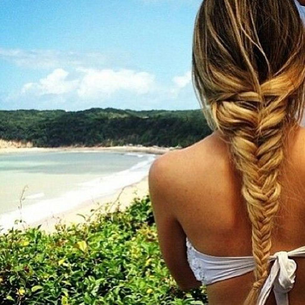 tresse loose comment les filles styl es se coiffent la plage elle. Black Bedroom Furniture Sets. Home Design Ideas