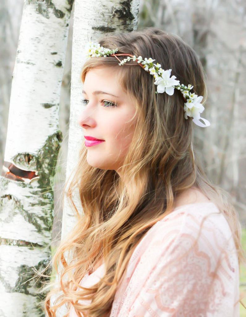coiffure de mari e couronne de fleurs les plus jolies coiffures de mari e pour s inspirer elle. Black Bedroom Furniture Sets. Home Design Ideas
