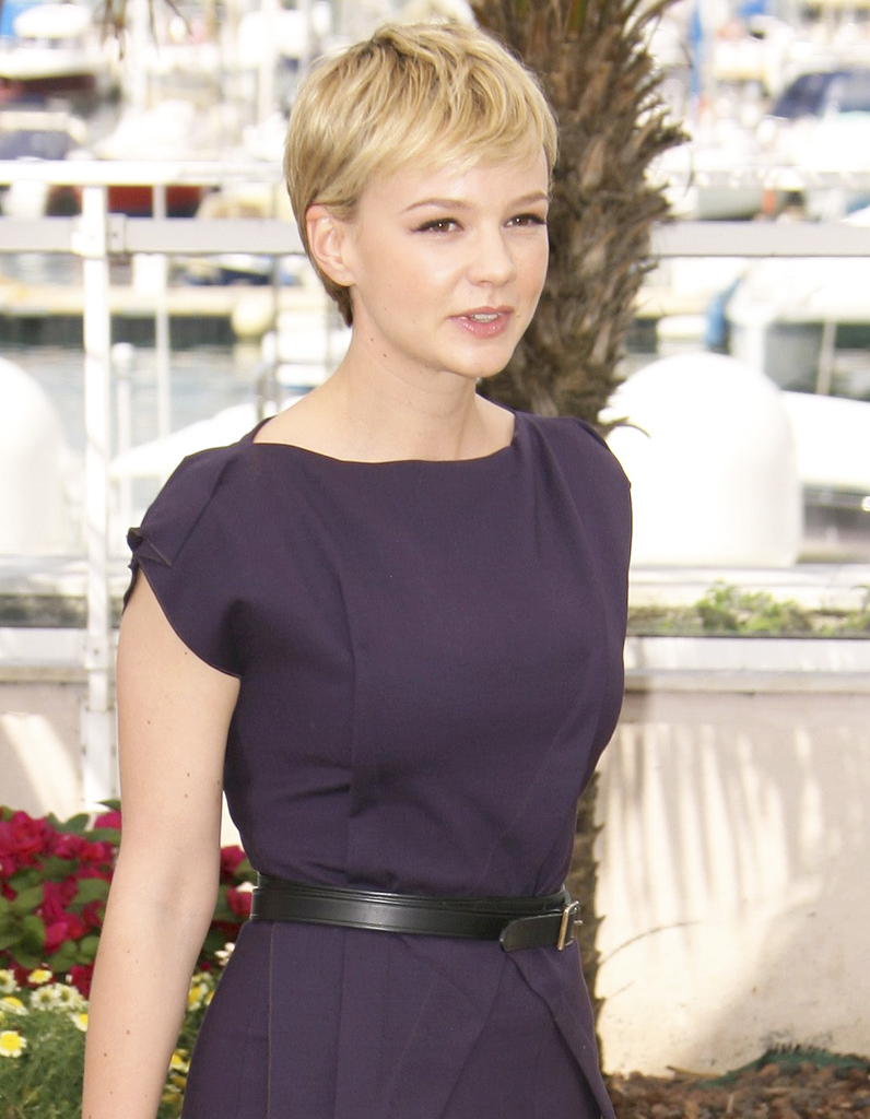la coupe pixie platine sur carey mulligan les coiffures. Black Bedroom Furniture Sets. Home Design Ideas