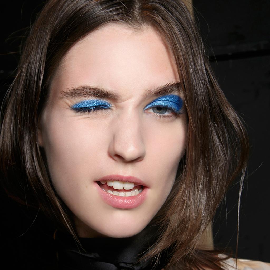 comment se maquiller quand on s habille en bleu