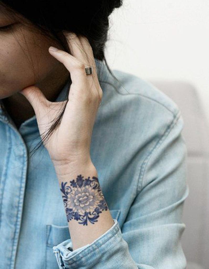 Idée tatouage  une manchette en dentelle