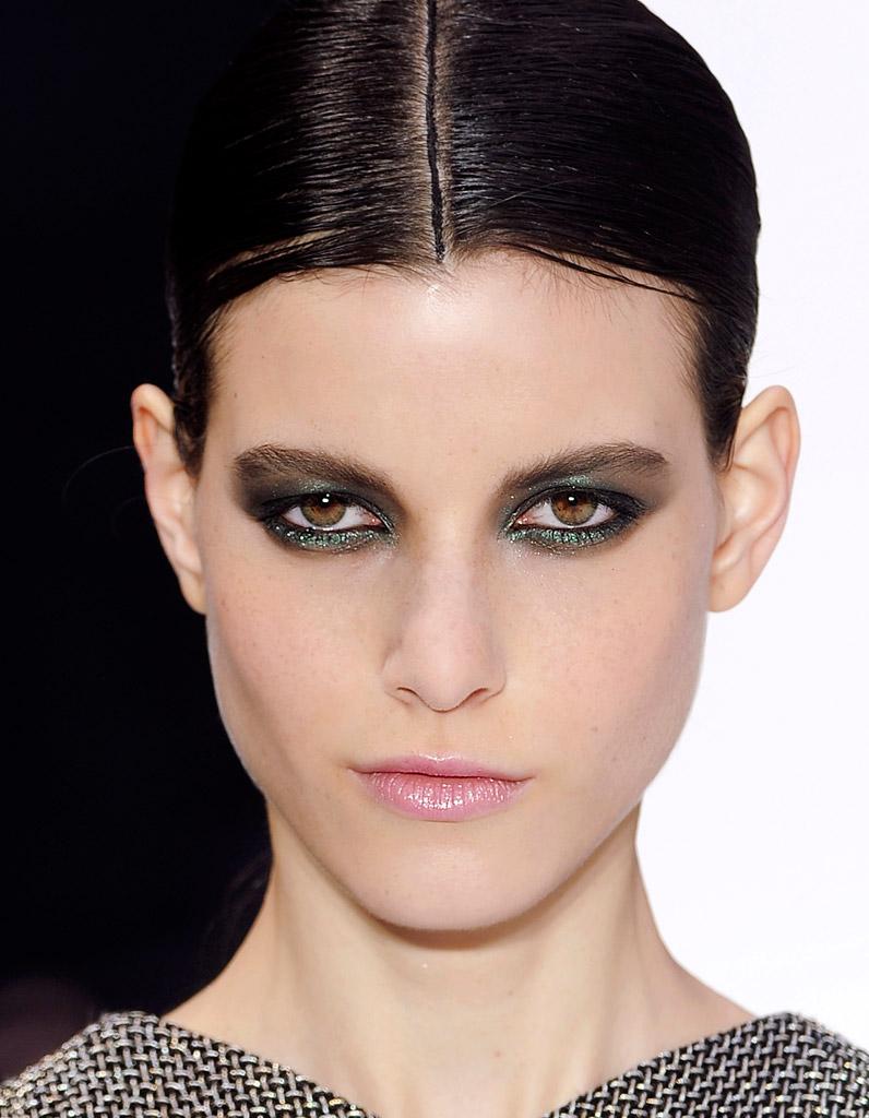 smoky eyes vert iris 55 fa ons chics de porter le maquillage paillet elle. Black Bedroom Furniture Sets. Home Design Ideas