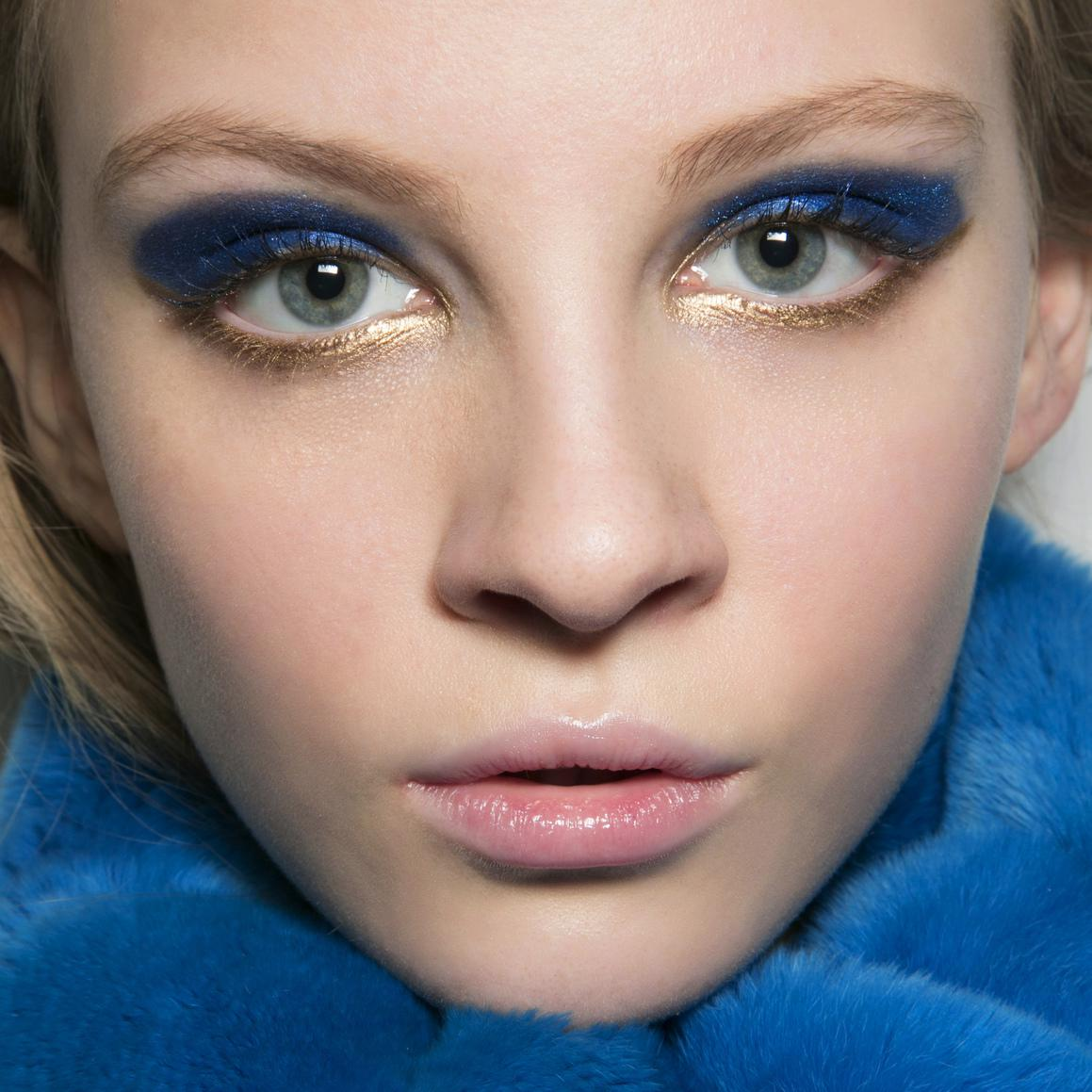maquillage bleu or notre tuto pour r aliser un maquillage bleu or elle. Black Bedroom Furniture Sets. Home Design Ideas