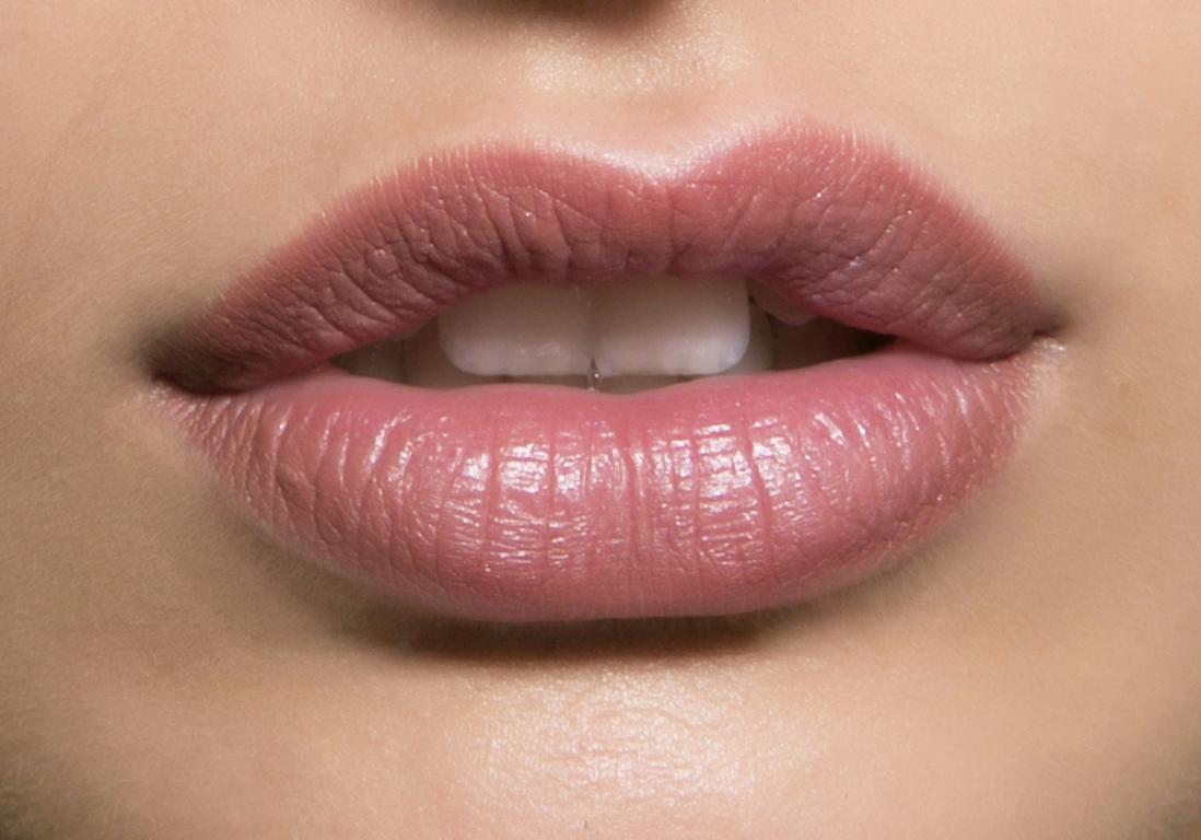Maquillage bouche discret les nouvelles fa ons de maquiller sa bouche elle - La femme a la bouche fendue ...