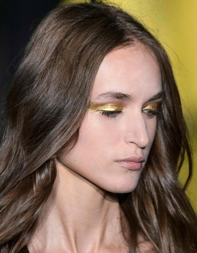Maquillage dor pour brune le maquillage dor en 20 d clinaisons lumineuses elle - Maquillage pour brune ...