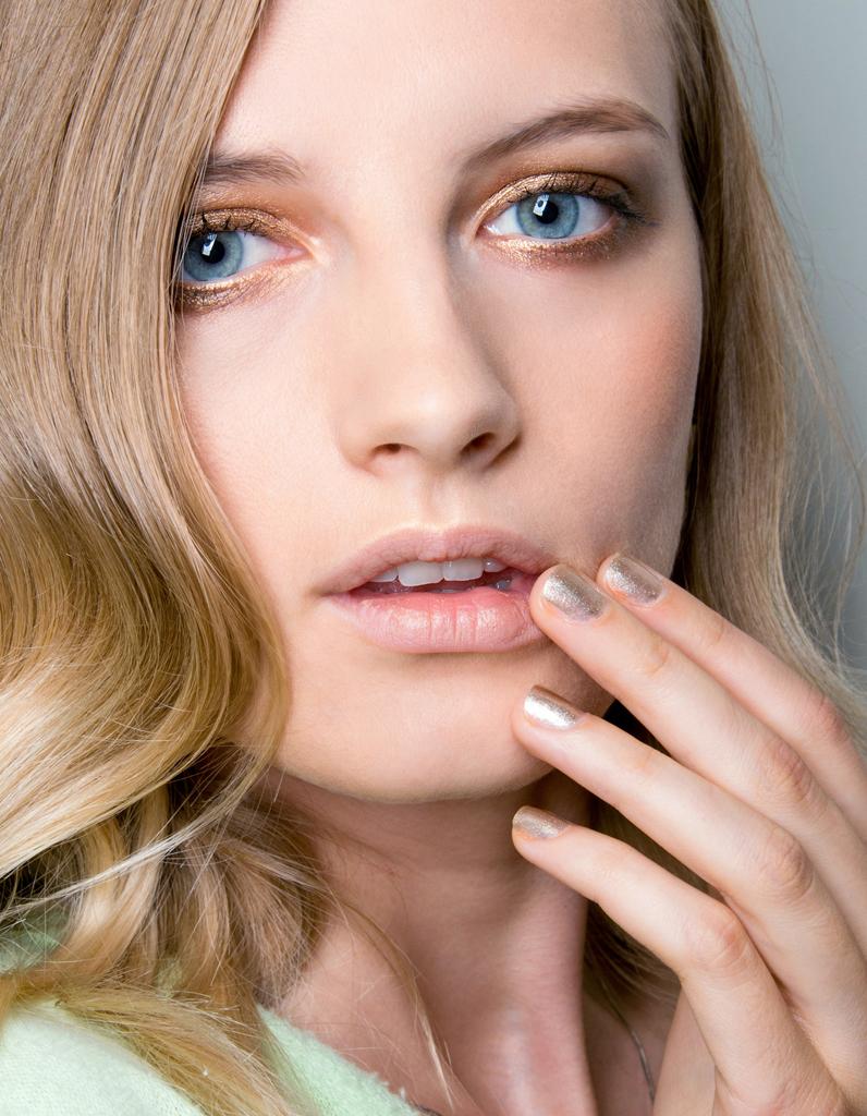 Célèbre Maquillage doré : 25 façons de porter le maquillage doré - Elle IU04