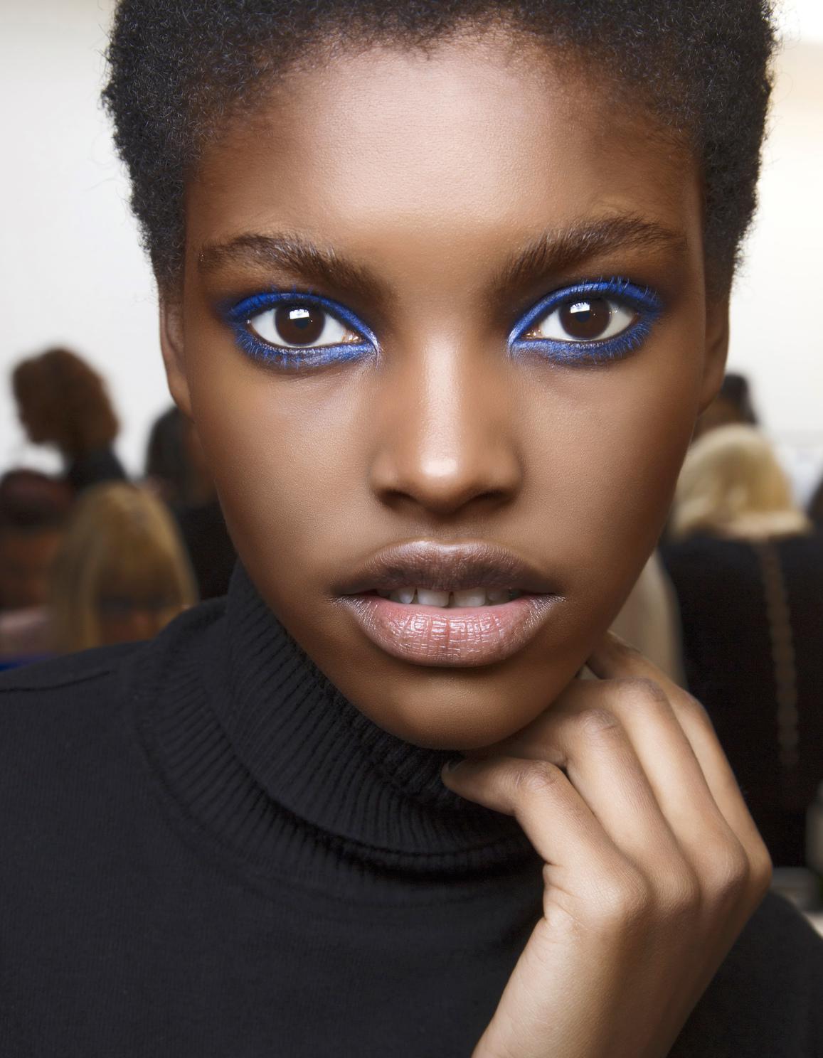 maquillage r veillon halo bleu 40 id es de maquillage de r veillon pour briller elle. Black Bedroom Furniture Sets. Home Design Ideas