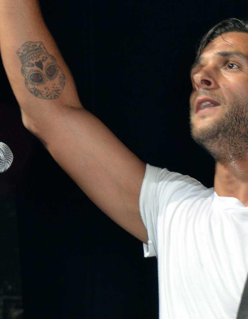 Tatouage homme avant bras ces tatouages pour homme - Tatouage omoplate homme ...