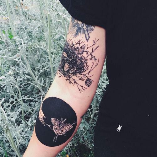 tatouage papillon sur l 39 avant bras tatouage papillon 20 jolies id es rep r es sur pinterest. Black Bedroom Furniture Sets. Home Design Ideas
