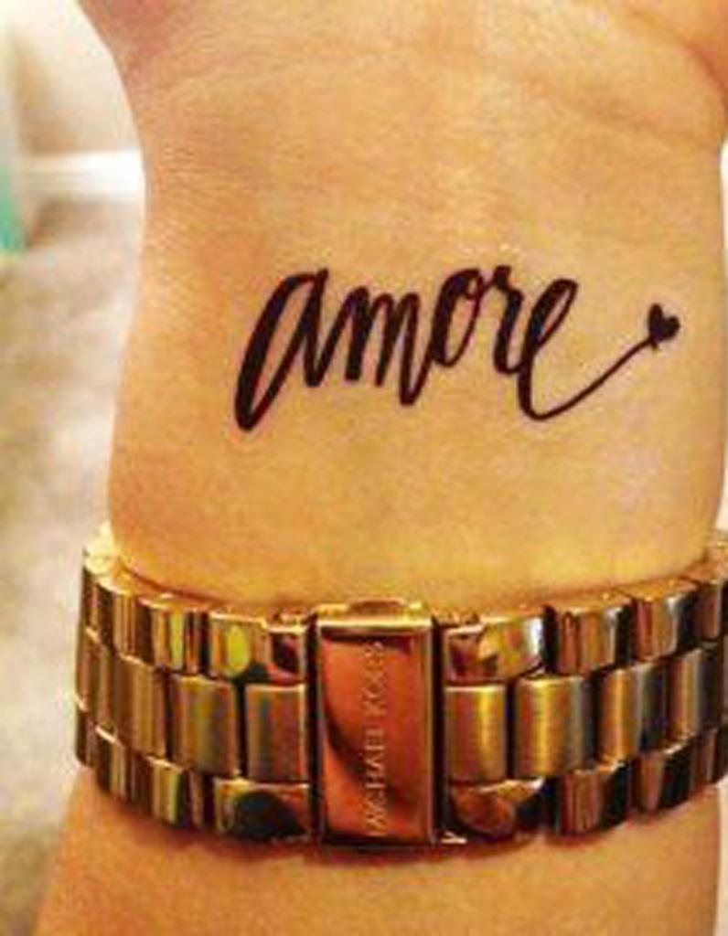 Tatouage phrase dans le creux du poignet 30 jolis - Se faire tatouer au salon du tatouage ...