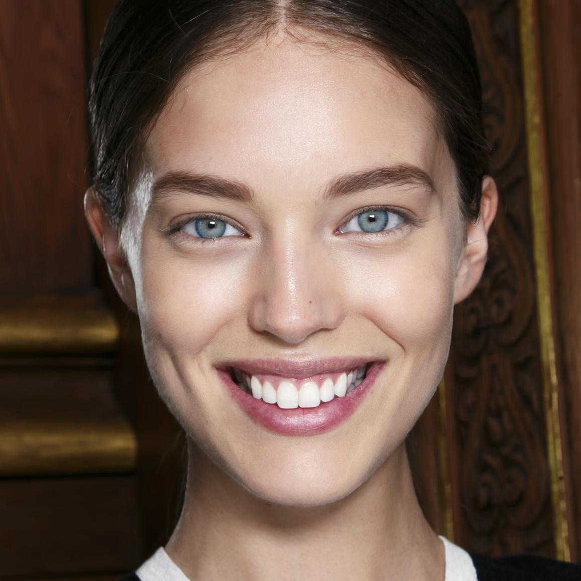La pigmentation de la peau dans les coins des lèvres