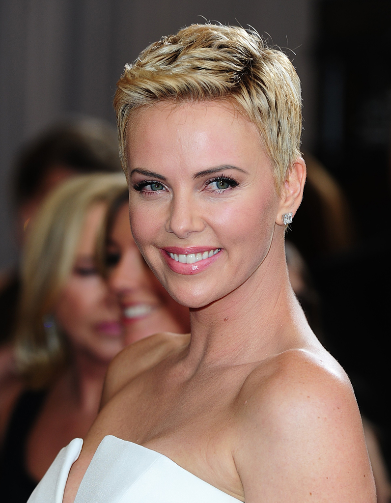 la coupe gar onne de charlize theron oscars 2013 nos beauty looks pr f r s elle. Black Bedroom Furniture Sets. Home Design Ideas
