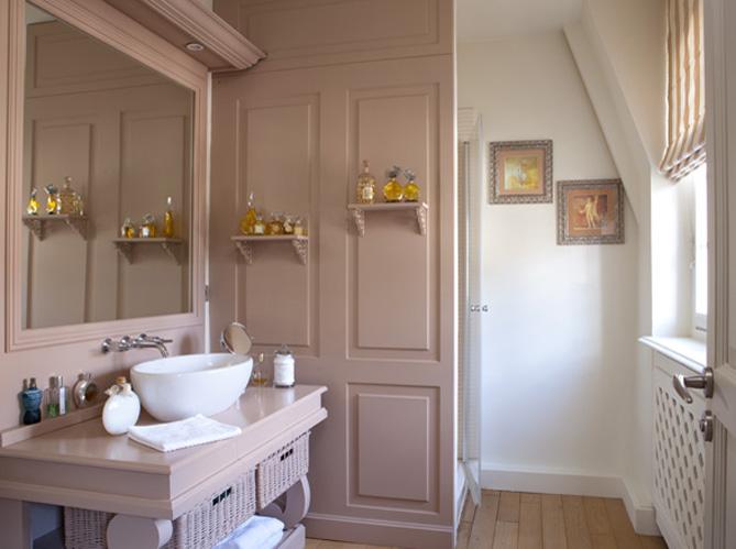 10 petites salles de bains pleines d 39 astuces elle d coration - Deco italienne maison ...