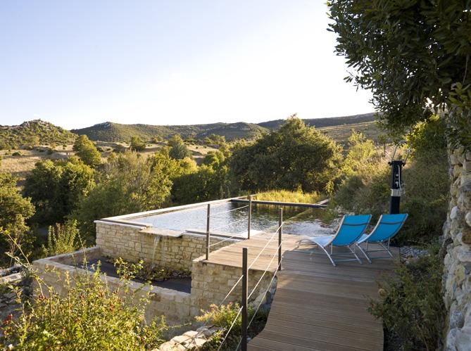 Piscines naturelles 12 bonnes raisons de plonger elle for Construire petite piscine