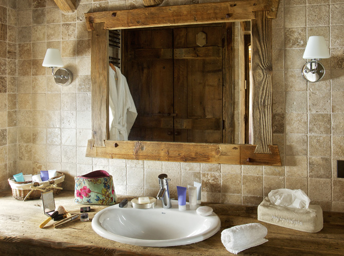 Un chalet miniature elle d coration for Art et decoration salle de bain