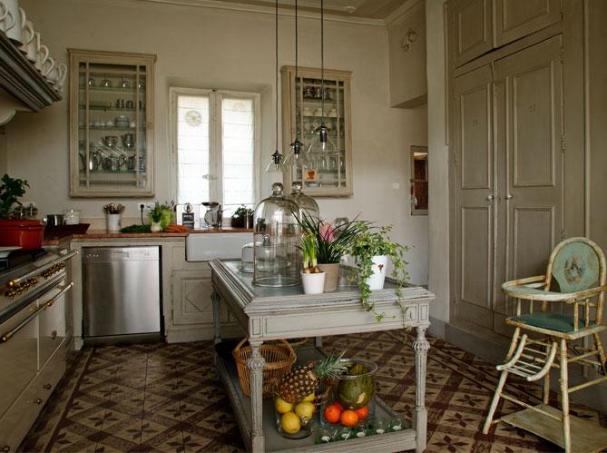 Une belle et grande cuisine pour recevoir elle d coration - Plaque deco cuisine retro ...
