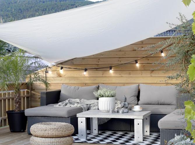5 fa ons originales d 39 clairer sa terrasse elle d coration - Guirlande lumineuse exterieur castorama ...