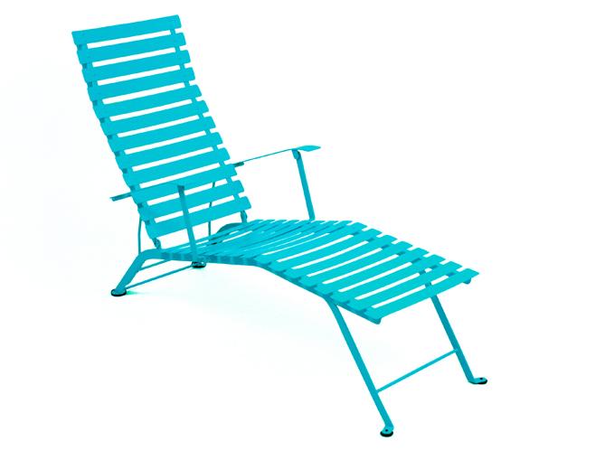 Cet t les meubles color s s invitent au jardin elle for Chaise longue jardin aldi