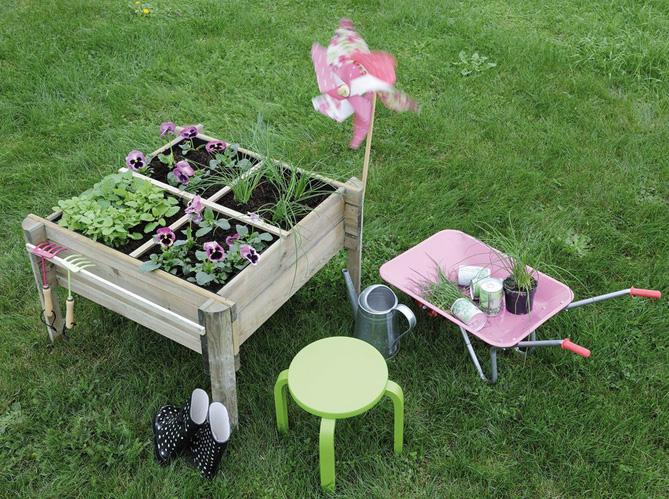 Quand le jardinage devient un jeu d enfant elle d coration for Decoration jardin maternelle