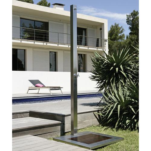 14 douches d 39 ext rieur pour votre jardin elle d coration. Black Bedroom Furniture Sets. Home Design Ideas