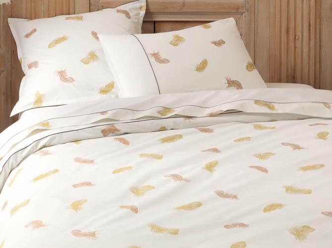 tendance quand la plume s 39 invite dans la d co elle d coration. Black Bedroom Furniture Sets. Home Design Ideas
