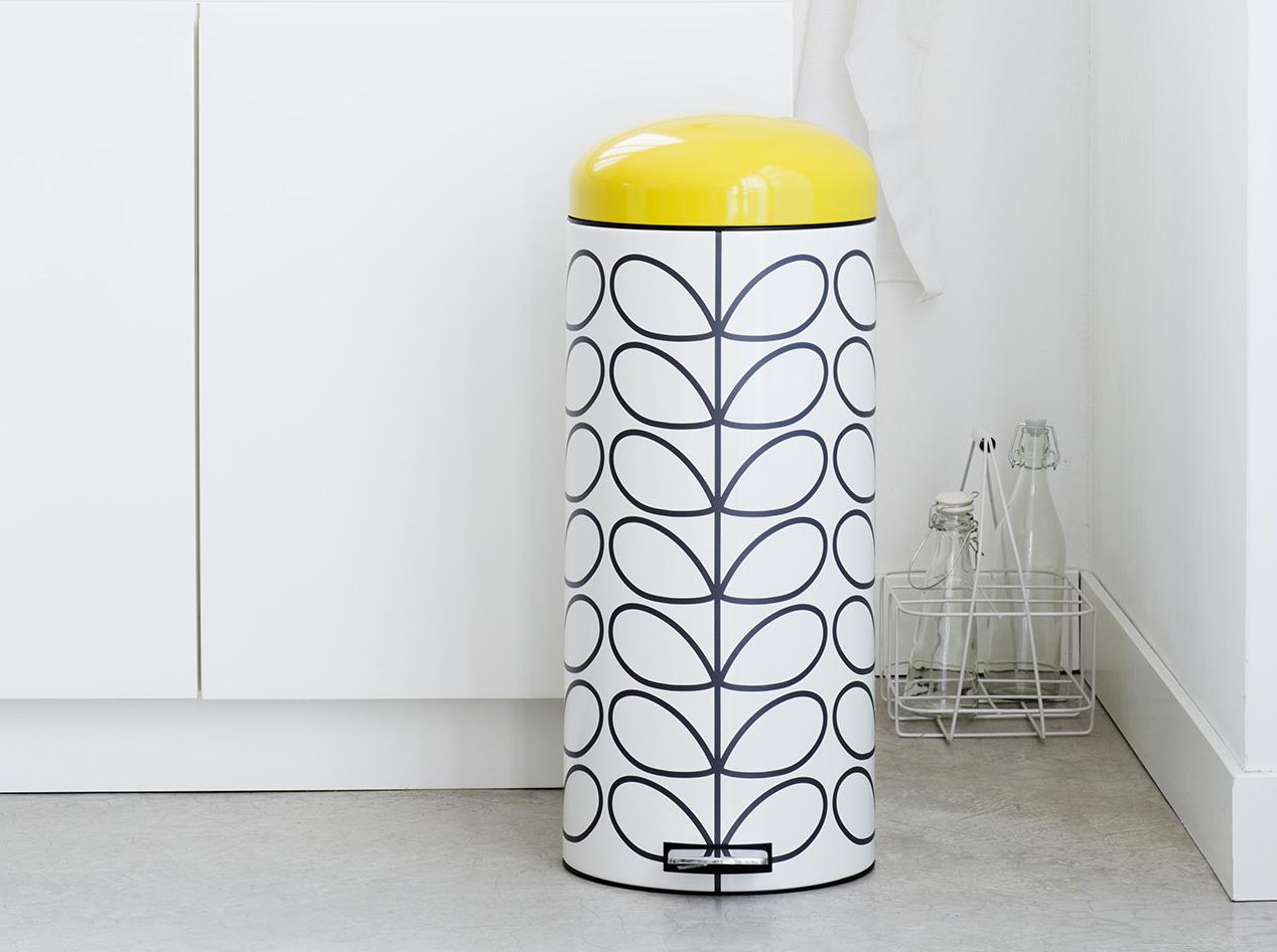 les poubelles ne se cachent plus elle d coration. Black Bedroom Furniture Sets. Home Design Ideas