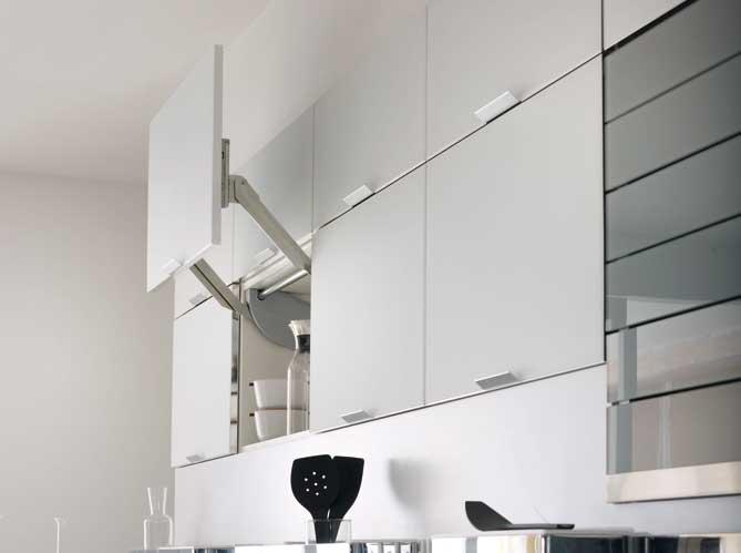 144 placard de cuisine haut rangement interieur meuble for Placard cuisine haut