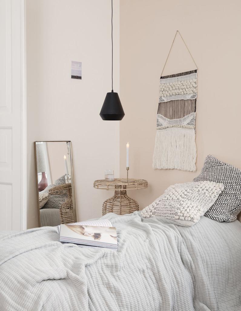 comment am nager une petite chambre elle d coration. Black Bedroom Furniture Sets. Home Design Ideas