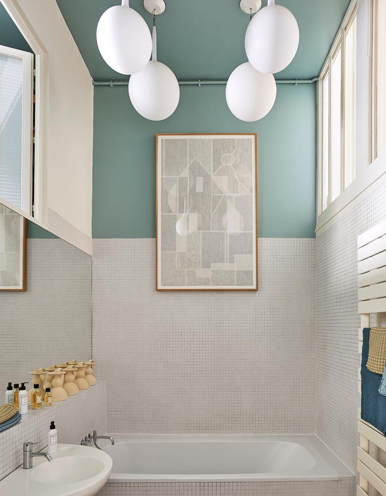 Couleur salle de bains 15 astuces pour apporter de la for Idee deco peinture salle bain