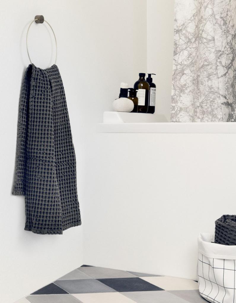 Salle de bains d couvrez notre shopping de d coration pas ch re elle d coration - Porte serviette mural extensible ...