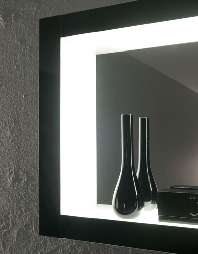 Mat riaux surr alistes mobilier high tech meubles noirs for Miroir salle de bain high tech