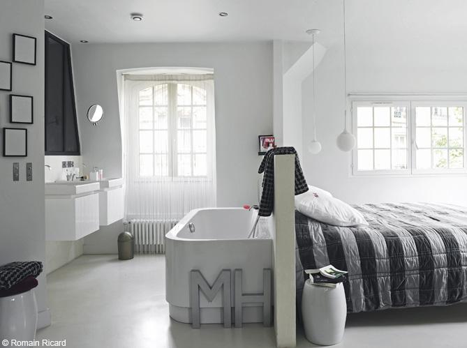 la baignoire se fait toute petite elle d coration. Black Bedroom Furniture Sets. Home Design Ideas